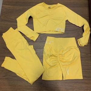 ECHT arise scrunch set (leggings, shorts & top)